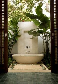 I'm loving the range of different baths these days - so luxurious
