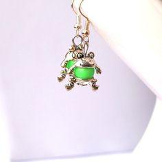 Ohrringe Frosch grün  von Modeschmuckstübchen Andrea auf DaWanda.com