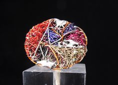 Round ring - wire art jewelry - rainbow ring - big rings - contemporary jewelry - statement ring #rainbowring #bigrings #artring Wire Art Sculpture, Modern Hippie Style, White Spirit, Big Rings, Statement Rings, Creative Art, Jewelry Art, Contemporary Art, Rainbow