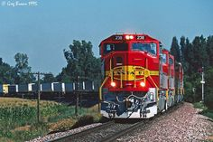 https://flic.kr/p/Rit9B7 | Fore! | The lordly Santa Fe 991 train rolls by the Kings Country Club near Laton, California on a 1995 summer morning. Lead unit ATSF 238 had been delivered to the railroad that month.   Sadly, BNSF was just two months away.