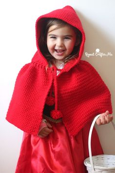 Free crochet pattern: Little Red Riding Hood Cape with tutorial by Repeat Crafter Me Crochet Santa Hat, Crochet Bebe, Knit Crochet, Crochet Hats, Learn Crochet, Crochet Christmas, Crochet Stitches, Crochet Girls, Crochet For Kids