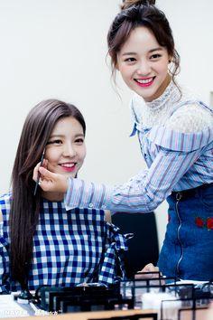 Nayoung and Sejeong Kpop Girl Groups, Kpop Girls, Kim Sejeong, Jellyfish Entertainment, Vietnamese Dress, Korean Wave, Strong Girls, Girls World, Ioi