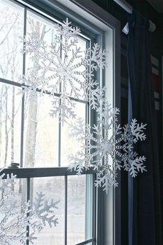 fensterdeko für weihnachen große durchsichtige Schneeflocken
