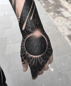 "2,172 curtidas, 13 comentários - Tattooism. Contemporary Tattoo (@tttism) no Instagram: ""Pretty rad one by @abian_lamotta #handtattoo #eclipsetattoo"""