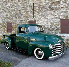 Vintage Trucks Green pick up - Vintage Pickup Trucks, Classic Pickup Trucks, Antique Trucks, Old Chevy Pickups, Chevy 3100, 54 Chevy Truck, Chevrolet Trucks, Chevy 4x4, Gm Trucks