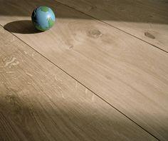 Landhausdiele Eiche Astig -Megabreit - AKTION Parkett Landhausdiele 2-Schicht. 14 /4 x 220 x 1800 - 2200 MM o.ä., wenige Kürzungen eventuell mitgehend. Nutzschicht: Ca. 4 MM Oberfläche: GeschliffenEiche Landhausdiele, in einer großzügigen Breite von 220mm und mit einer Nutzschicht in wertvollereuropäischer Eiche von ca. 4mm, mit geschliffener Oberfläche: In Qualität und Preis setzt unsere2-Schicht Eichendiele Maßstäbe undist eine ausgesprochene guteWahl.Die gute Breite und lange Lä...