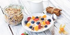 Чтобы самостоятельно составить меню, необходимо учитывать многие параметры продуктов. Сегодня говорим о том, что такое гликемический индекс, как он влияет на накопление жира и все ли продукты с высоким гликемическим индексом так плохи.