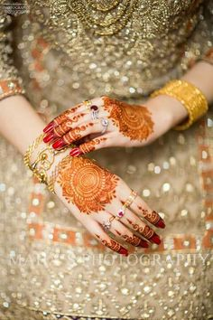 Ye mehndi h bss nam tere Meri ane wali zindagi ki trha - Folkloreschmuck Eid Mehndi Designs, Latest Bridal Mehndi Designs, Wedding Mehndi Designs, Pakistani Wedding Dresses, Pakistani Bridal, Indian Bridal, Bridal Dresses, Beautiful Mehndi Design, Bridal Bangles