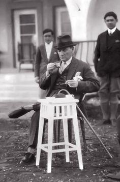 Büyük Önder Gazi Mustafa Kemal Atatürk. Gazi Çiftliği, yorgunluk kahvesi, 4 Temmuz 1929