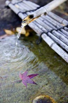 Fontes de água corrente para paisagismo no jardim