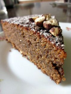 Soft cake of pralinoise & hazelnuts - The small dishes of a Breton - Dessert Party, Oreo Dessert, Dessert Recipes, Fall Recipes, Sweet Recipes, Grilling Gifts, Round Cakes, Bakery, Food And Drink