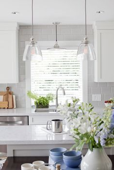 The best kitchen lighting design ideas  is something that actually blends with the ornamental details and architectural design of the kitchen room.