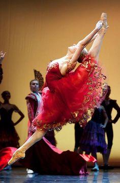 Svetlana Bednenko (Boris Eifman Ballet) in Don Quixote. Photo by Stanislav Belyaevsky ♥ www.thewonderfulworldofdance.com #ballet #dance