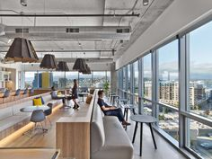 HBO Code Labs Seattle by Rapt Studio.The 11th floor houses a large break room and pantry, as well as a games room filled with classic arcade machines.