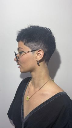 Short Punk Hair, Short Hair Undercut, Really Short Hair, Short Hair Cuts, Short Buzzed Hair, Thick Hair Pixie Cut, Punk Pixie Haircut, Buzzed Hair Women, Black Pixie Cut