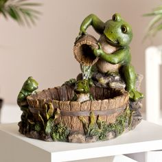 Family Frog Indoor/Outdoor Tabletop Fountain - The Family Frog Tabletop Fountain will add a dash of whimsical charm to your living or work area. This fountain depicts a mother frog pouring water ov. Indoor Water Fountains, Indoor Fountain, Garden Fountains, Garden Statues, Garden Ponds, Water Garden, Table Fountain, Diy Fountain, Fountain Design