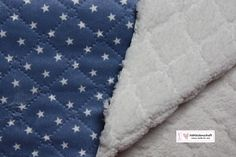 schöner Doubleface-Stepper mit Sternchen auf jeansblauem Hintergrund und innen mit kuschelweichem Teddyplüsch.   Den Stepper haben wir auch in hellblau  Super für Babydecken, Jacken, Westen,...