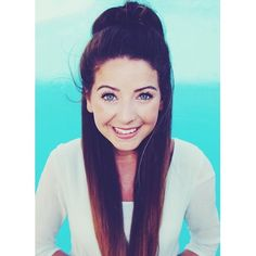 ZOELLA ♡ I love this pic ( never seen this before ) I think I would actually kill to look like her xx