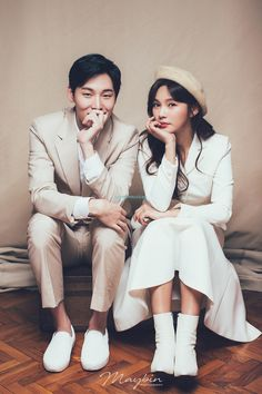 korea maybin wedding studio 2019 new sample photography Pre Wedding Poses, Pre Wedding Shoot Ideas, Pre Wedding Photoshoot, Wedding Couples, Korean Photoshoot, Korean Wedding Photography, Wedding Story, Couple Posing, Marie