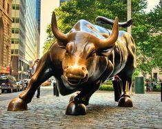 The Wall Street Bull and Its Epic Story Die epische Geschichte des Wall Street Bull Statue En Bronze, Lascaux, Bull Tattoos, Famous Sculptures, Street Tattoo, Sculpture Metal, Hongkong, Epic Story, Story Story