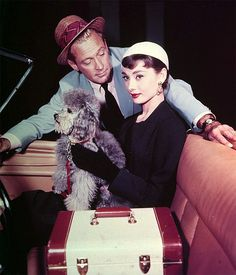 William Holden and Audrey Hepburn in Billy Wilder's Sabrina with David the poodle. Audrey Hepburn Outfit, Audrey Hepburn Born, Golden Age Of Hollywood, Vintage Hollywood, Classic Hollywood, Hollywood Images, Hollywood Sign, Hollywood Icons, Hollywood Glamour