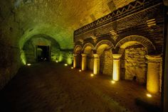 foto di T. Mosconi. Santarcangelo di Romagna. Grotte tufacee.Tufaceous caves.