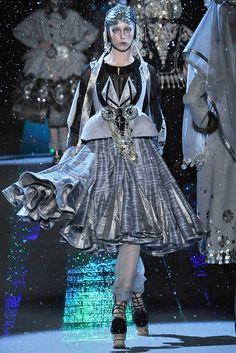 John Galliano - Fall 2009 Ready-to-Wear - Look 5 of 31