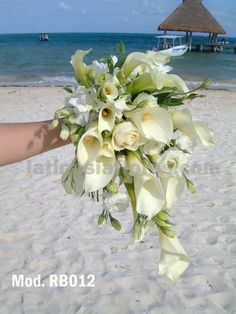 Calla lilies and white lisianthus #wedding #bouquet
