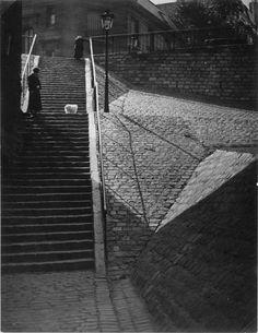 Brassaï (1899-1984) - Escalier de Montmartre : au chien blanc - vers 1932-1933 - Réunion des Musées Nationaux-Grand Palais