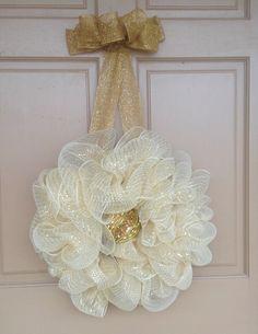 Light Gold Wreath, Classic wreath, Deco Mesh Wreath. Holiday Wreath, wedding wreath, anniversary wreath, 50th anniversary decor, wall decor, - pinned by pin4etsy.com