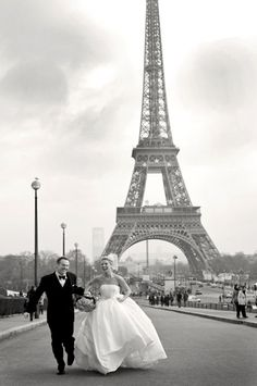 Elopement wedding in the most romantic city on earth... Paris! Amy and Stuart Photography