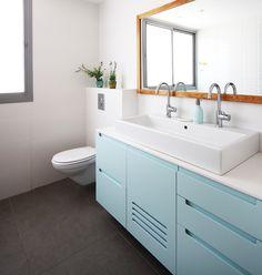 Sink for children's bathroom Blue Bathroom Furniture, Blue Bathroom Vanity, Modern Bathroom Cabinets, Modern Bathroom Design, Bathroom Interior Design, Childrens Bathroom, Bathroom Kids, Blue Bathrooms Designs, Bathroom Feature Wall
