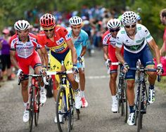 Vuelta a España 2014: Valverde y Purito arañan once y nueve segundos al líder Contador, en la meta de los Lagos de Covadonga    Deportes   EL PAÍS