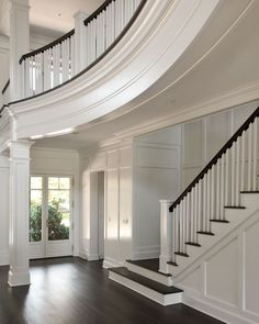 Stairs: East Hampton house by Carmina Roth Interiors Villa Plan, Style At Home, Wainscoting Styles, Faux Wainscoting, Wainscoting Bedroom, Wainscoting Kitchen, Entry Stairs, Stairs Trim, House Goals