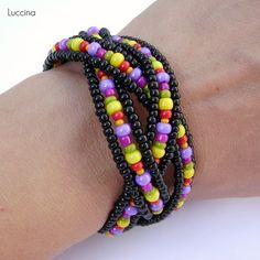 looks like this is made similar to the weavers bracelet.