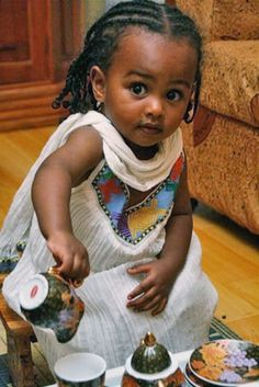 """Ethiopian girl learning about the """"Ethiopian coffee ceremony"""" Beautiful Black Babies, Beautiful Children, Beautiful People, Baby Kind, Pretty Baby, Ethiopian Coffee Ceremony, Ethiopian Wedding, Cute Kids, Cute Babies"""