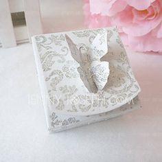 gnistrande silver favör låda med fjäril topp (sats om 12) (050013926)