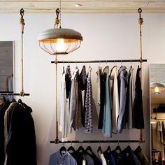 Bauen Sie sich einen individuellen Rollo-Kleiderschrank selber. Eine Anleitung finden Sie hier bei uns.