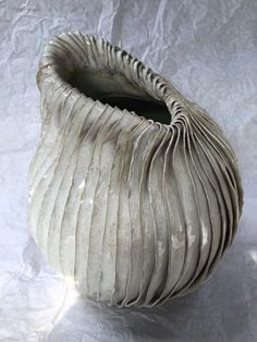 Atelier 2PK - Karin Welhuis Keramiek Ceramic Pottery, Pottery Art, Ceramic Art, Contemporary Baskets, Contemporary Ceramics, Coil Pots, Meditation Garden, Clay Bowl, Keramik Vase