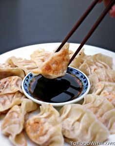 To Food with Love: Easy Gyoza or Potstickers I Love Food, Good Food, Yummy Food, Crazy Food, Stress Eating, Food For Thought, Asian Recipes, Cravings, Snack Recipes