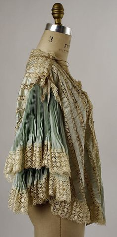 Bed jacket Date: late century Culture: American Medium: silk… 1870s Fashion, Victorian Fashion, Vintage Fashion, Antique Clothing, Historical Clothing, Vintage Dresses, Vintage Outfits, Tea Gown, 20th Century Fashion