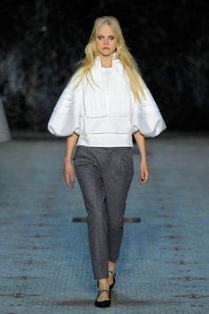 Dice Kayek Spring 2016 Couture Fashion Show  http://www.vogue.com/fashion-shows/spring-2016-couture/dice-kayek/slideshow/collection#4   http://www.theclosetfeminist.ca/