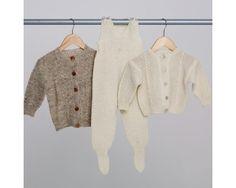 Nøstebarn - Oppskr. 1909 Flette-/perlestrikket jakke, genser, sparkebukse