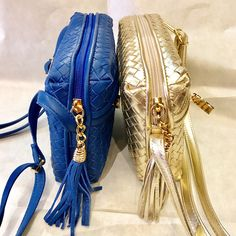 Blue and White gold woven calf leather, adjustable and detachable strap, lined in suede. #luxurybags #topqualitybags #italianleatherbags #wovenleather #fabrisleathergoods #luxuryleatheraccessories in Rome, London or on line!