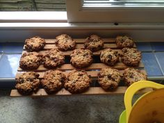 Oats, chocolate chips and raisins cookies. Easy, fast and delish!