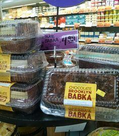 トレーダージョーズの店内 Trader Joe's Chocolate Brooklyn Babka $4.99 for 1 pound, 2 ounces  Kosher トレーダージョーズのチョコレートブルックリンバブカ