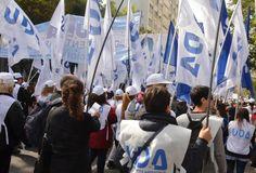 El titular de la Unión Docentes Argentinos, Sergio Romero, anticipa que el martes 27 el sindicato que encabeza seguramente definirá paros de actividades. Para esa fecha estaá prevista la reunión del Consejo Directivo Nacional de la entidad gremial.
