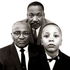 with Father and Son, Photo by Richard Avedon - - Martin Luther King, Jr. with Father and Son, Photo by Richard Avedon. Richard Avedon, Martin Luther King, Robert Mapplethorpe, Black History Facts, Steven Meisel, Sophia Loren, King Jr, African American History, Father And Son