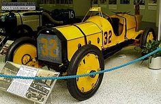 Marmon Wasp Racer, voiture de course de 1911  La Marmon Wasp - Racer, cette ancienne automobile de course fut construite en 1911 modèle unique, la Marmon Racer à une carrosserie monoplace et un moteur 6cyl Marmon de 447,1cid.