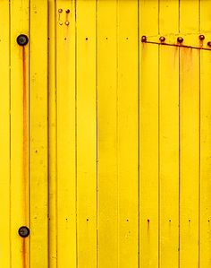 yellow door.. I am pinning this for an inspiration piece.